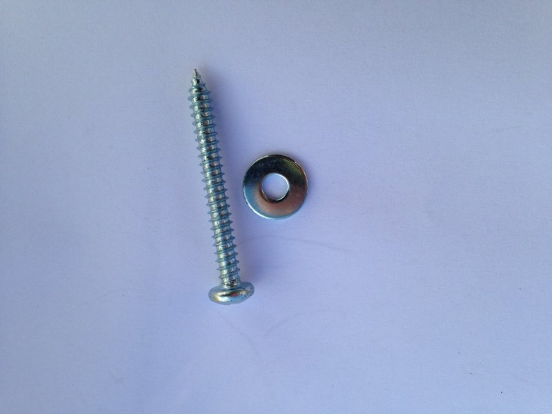 Tonebar screw with washer